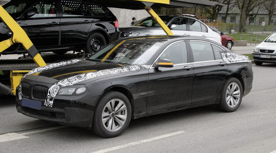 2009 BMW 7-Series test mule with light camo