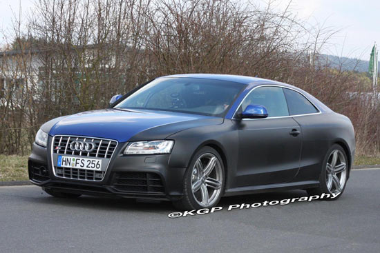 The 2010 Audi RS5 coupe test mule has been spied on public road near the