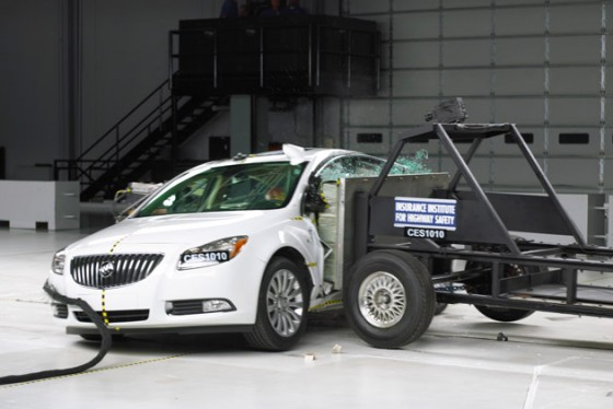 2011 Buick Regal at IIHS
