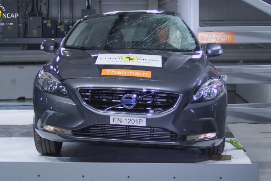 Volvo V40 crash test