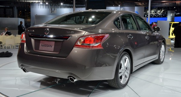 nissan recalling altima for spare tire inflation carblog. Black Bedroom Furniture Sets. Home Design Ideas